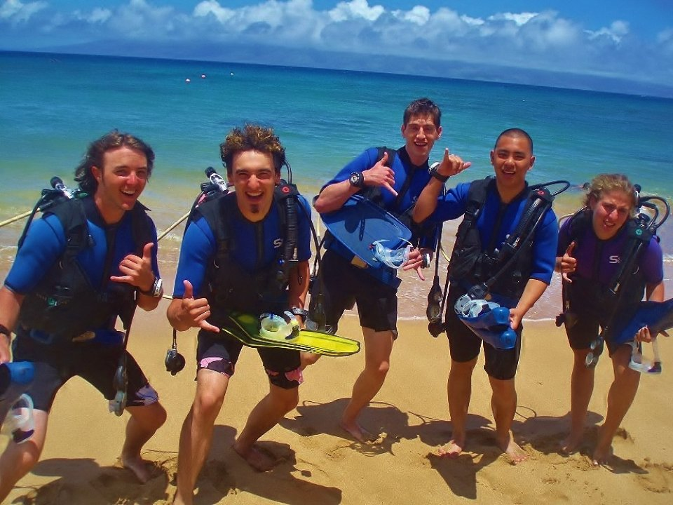 Group on Beach ready for diving !