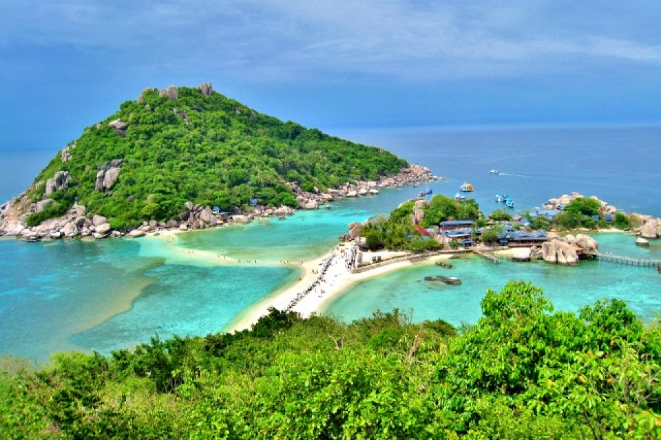 Nangyuan island dive resort dive center in koh nang yuan - Nangyuan island dive resort ...