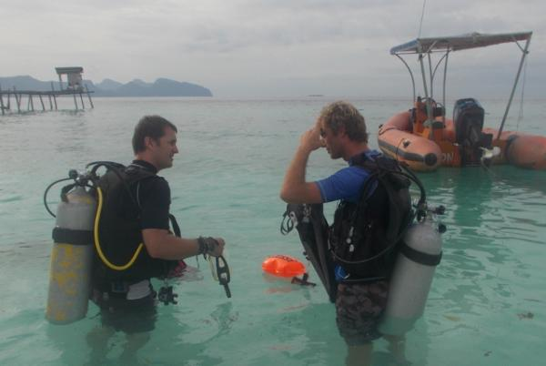 Volunteer diver 14 days with one dive course
