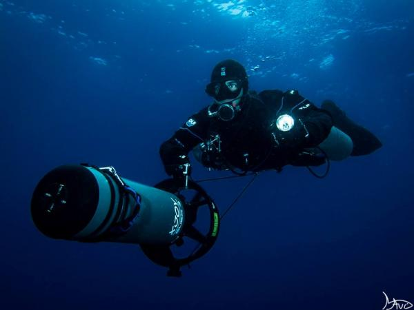 Alvaro from Liquid Planet in a Dpv sidemount dive