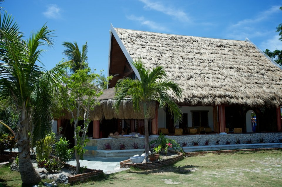 Native style restaurant with lounge, free wifi, TV and DVD library