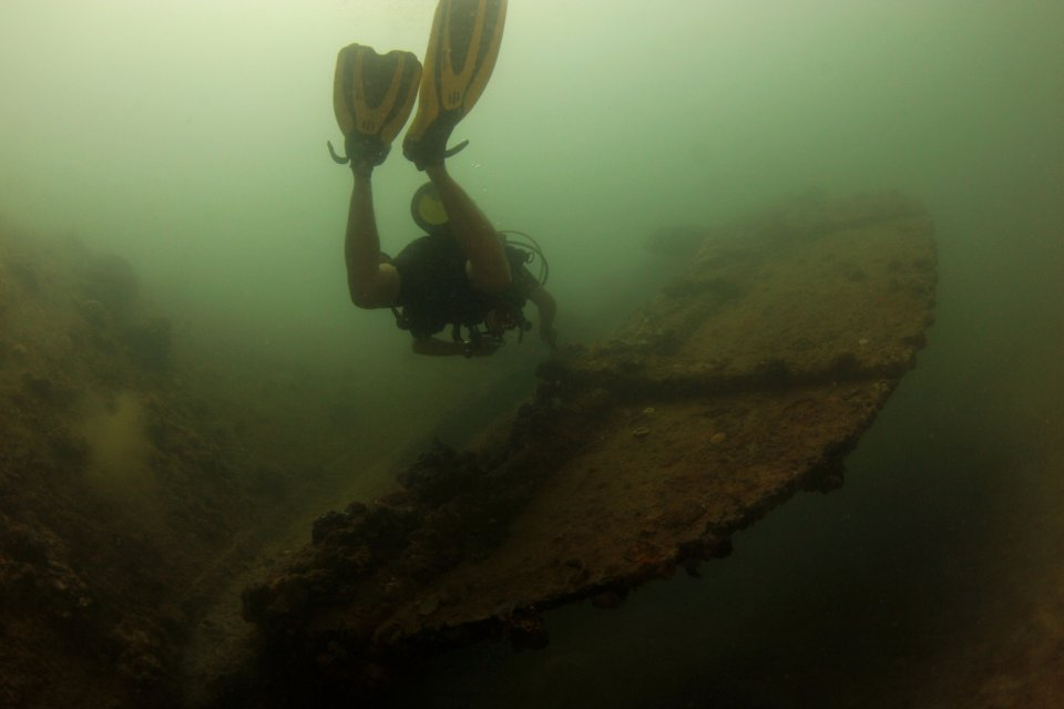 Wreck Diving Subic Bay (1)