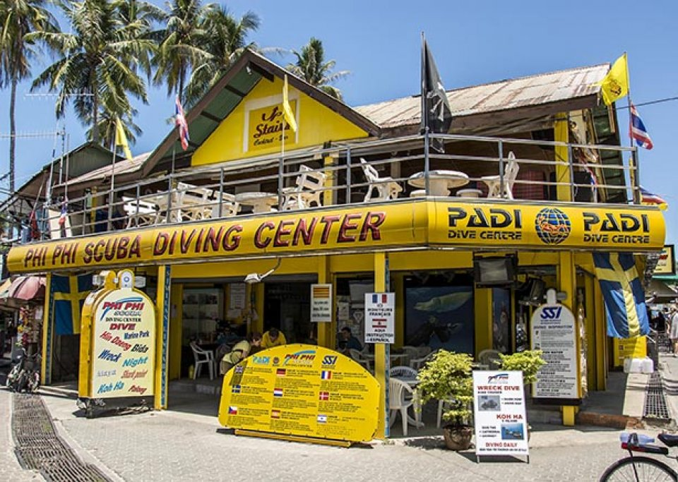 Diving in koh phi phi for Dive centres