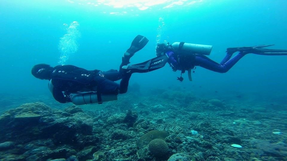 The Difference Between Sidemount and Backmount Diving