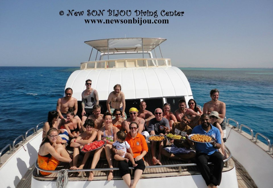 group photo of our lovely divers and snorklers